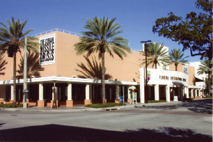 The Florida International Museum greatly helped to add to the momentum for downtown's revitalization begun by the Vinoy Restoration. Some 800,000 people visited the exhibit Titanic. Image 2002. Courtesy of St. Petersburg Museum of History.